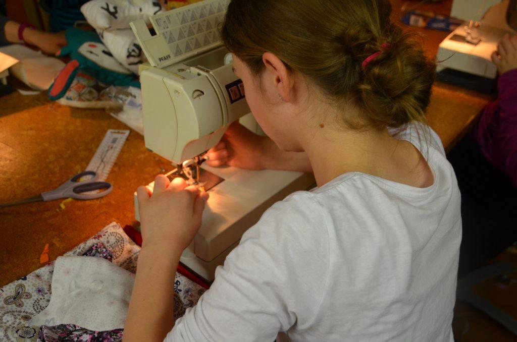 Arbeiten an bzw mit einer Nähmaschine