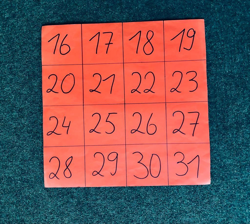 Zahlenkartekarte mit 16 Zahlen, 16 zum Start