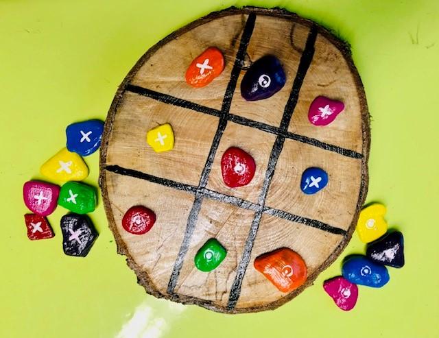 Holzscheiben-Spiel, ähnlich Tic-Tac-Toe