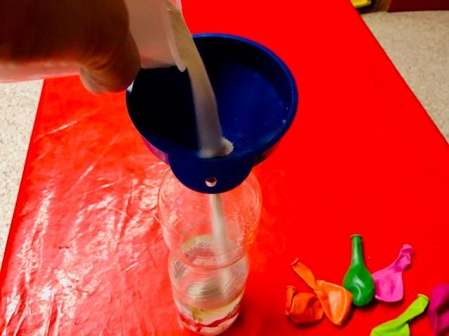Pois herstellen 1 - Sand in Flasche füllen