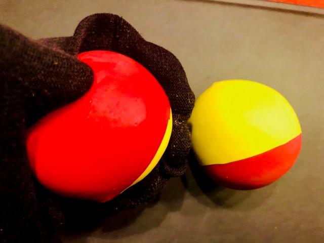 Pois herstellen 7 - Socke über Ball stülpen